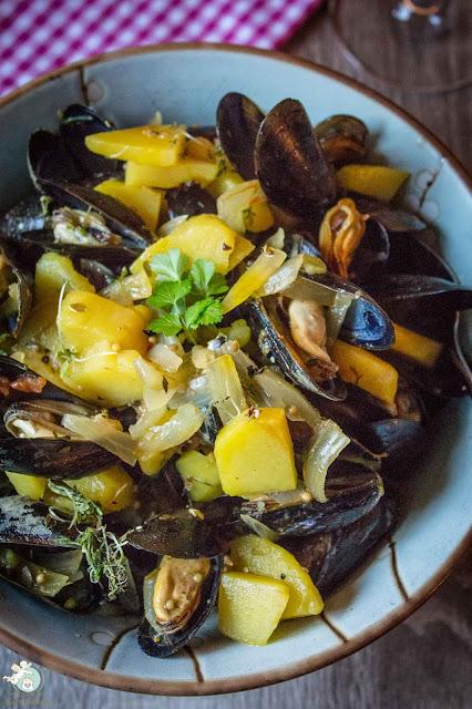 Kartoffelsuppe mit Muscheln und Knoblauch