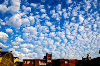 Der Himmel a'¼ber Mailand - cirrocumuli...