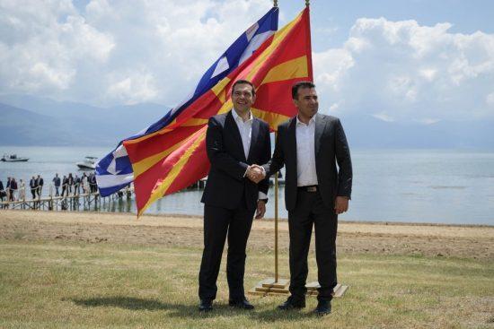 Οι μειοδοτικός ΣΥΡΙΖΑ πνίγηκε στις Πρέσπες