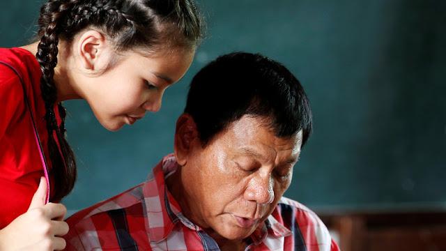El presidente de Filipinas comunica que su hija tiene dengue