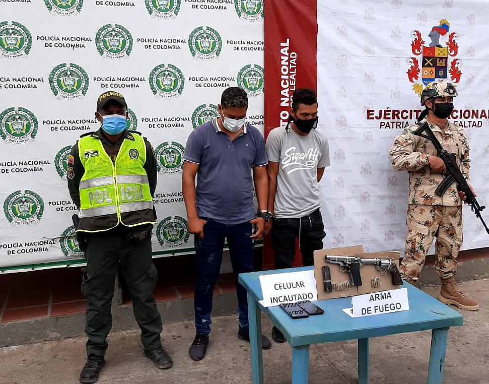 https://www.notasrosas.com/En zona rural de Maicao: dos hombres fueron capturados por Porte Ilegal de Armas de Fuego y Receptación