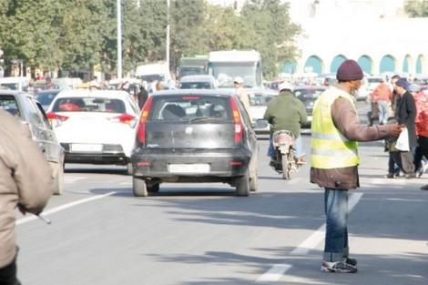 """تارودانت24..بيضاويون يطالبون السلطات بوقف فوضى """"حراس وهميين"""" بالشوارع"""