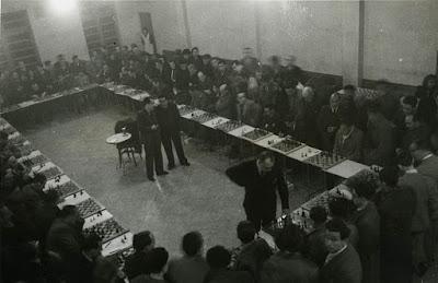 Simultáneas de ajedrez por el Dr. Alexander Alekhine en Barcelona en 1944