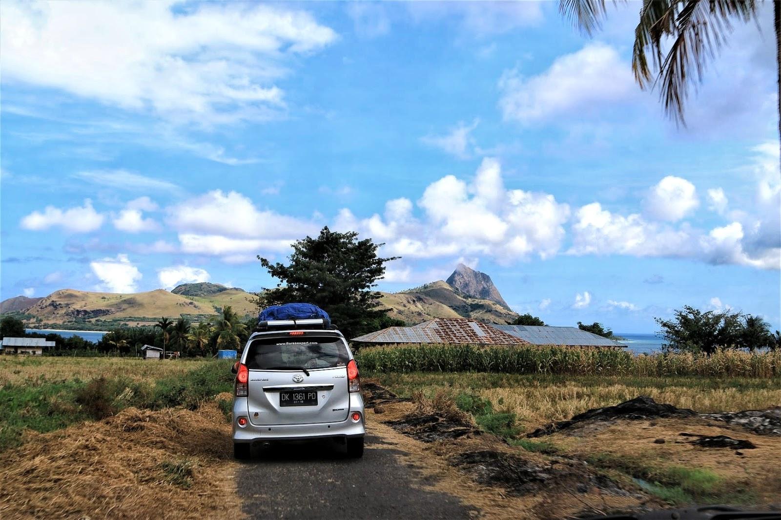 Kondisi jalan menuju Desa Denge