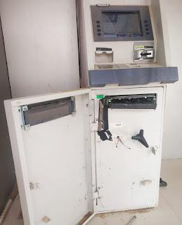 भारतीय स्टेट बैंक के एटीएम में तोड़ फोड़