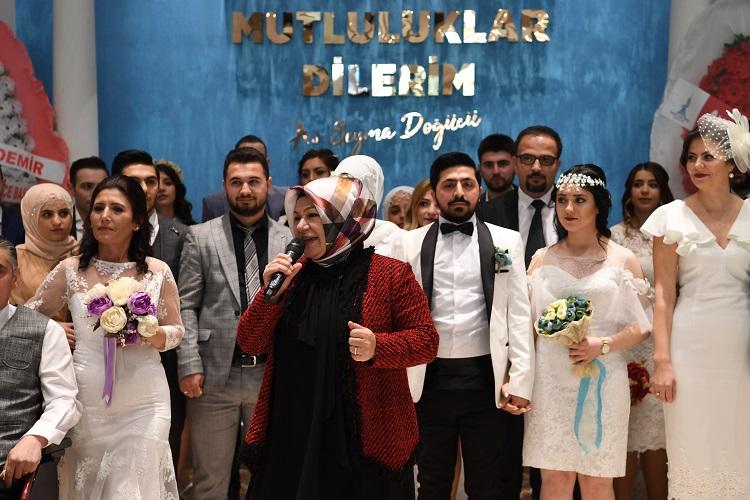 Sancaktepe Belediyesi'nden 'Sevgililer Günü'ne' özel nikah töreni