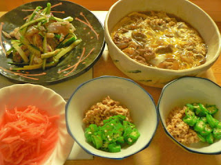 夕食の献立 トビウオ 牛卵とじ オクラ納豆 紅生姜