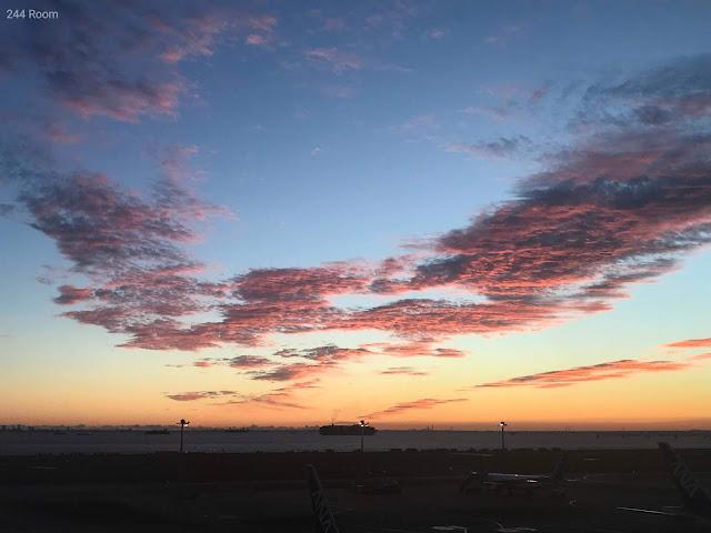 羽田空港の夜明け