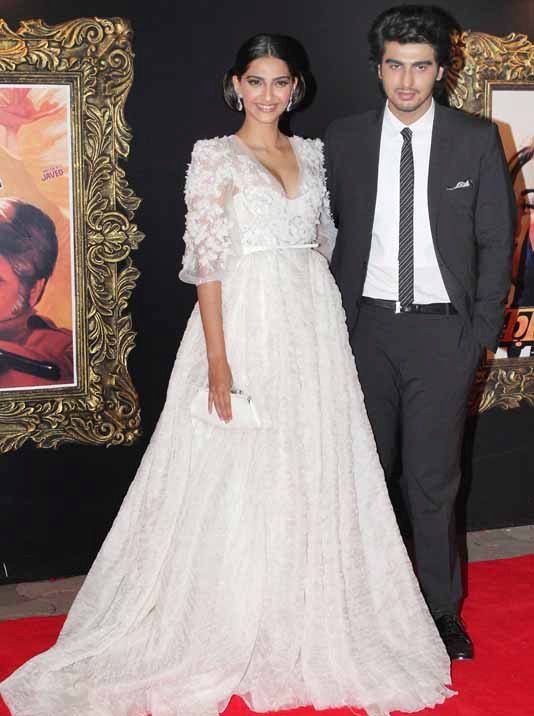 Sonam Kapoor in Elie Saab at the premeir of Jab Tak Hai Jaan