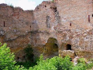 Клевань. Замок Чарторыйских. XV в. Крепость разрушается на глазах