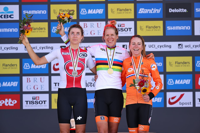 Pódio do contrarrelógio feminino do Mundial de Ciclismo de Estrada 2021