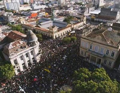 A foto mostra que a greve geral foi grandiosa no Brasil inteiro.