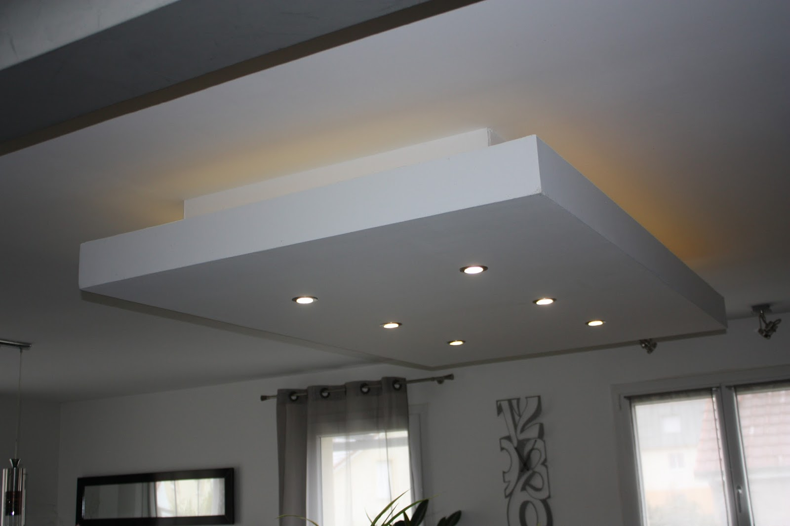 Eclairage led plafond suspendu for Plafond suspente