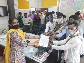 ग्राम पंचायत सेजगांव का रोजगार सहायक ग्रामीणों से करता है अभद्रता