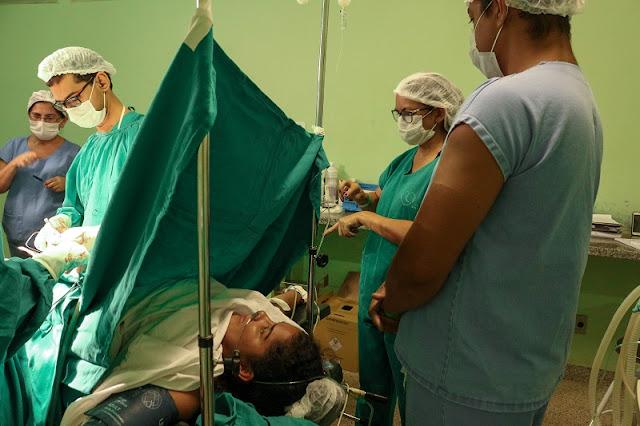 Mulher dá à luz em parto com intérprete de libras