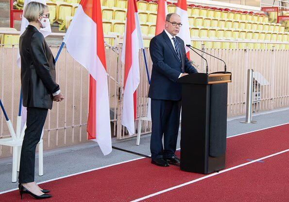On the occasion of the 2020 National Day of Monaco, Prince Albert and Princess Charlene handed out medals of honour to volunteers of Red Cross