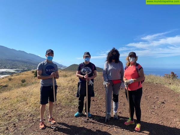 El Área de Juventud participa una actividad de limpieza de Rabo de Gato en la Montaña de La Laguna