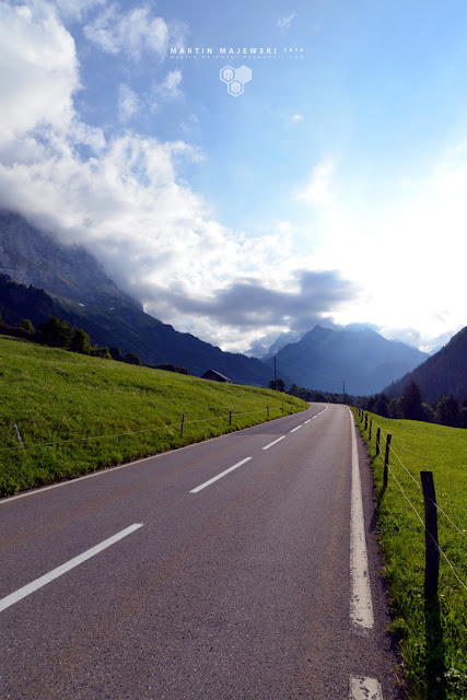 Alpy Szwajcarskie   spacer poboczem