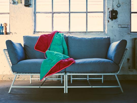 IKEA PS 2017 hörnfåtölj med tre kuddar designad av Kate Booy & Joel Booy.  | www.var-dags-rum.se