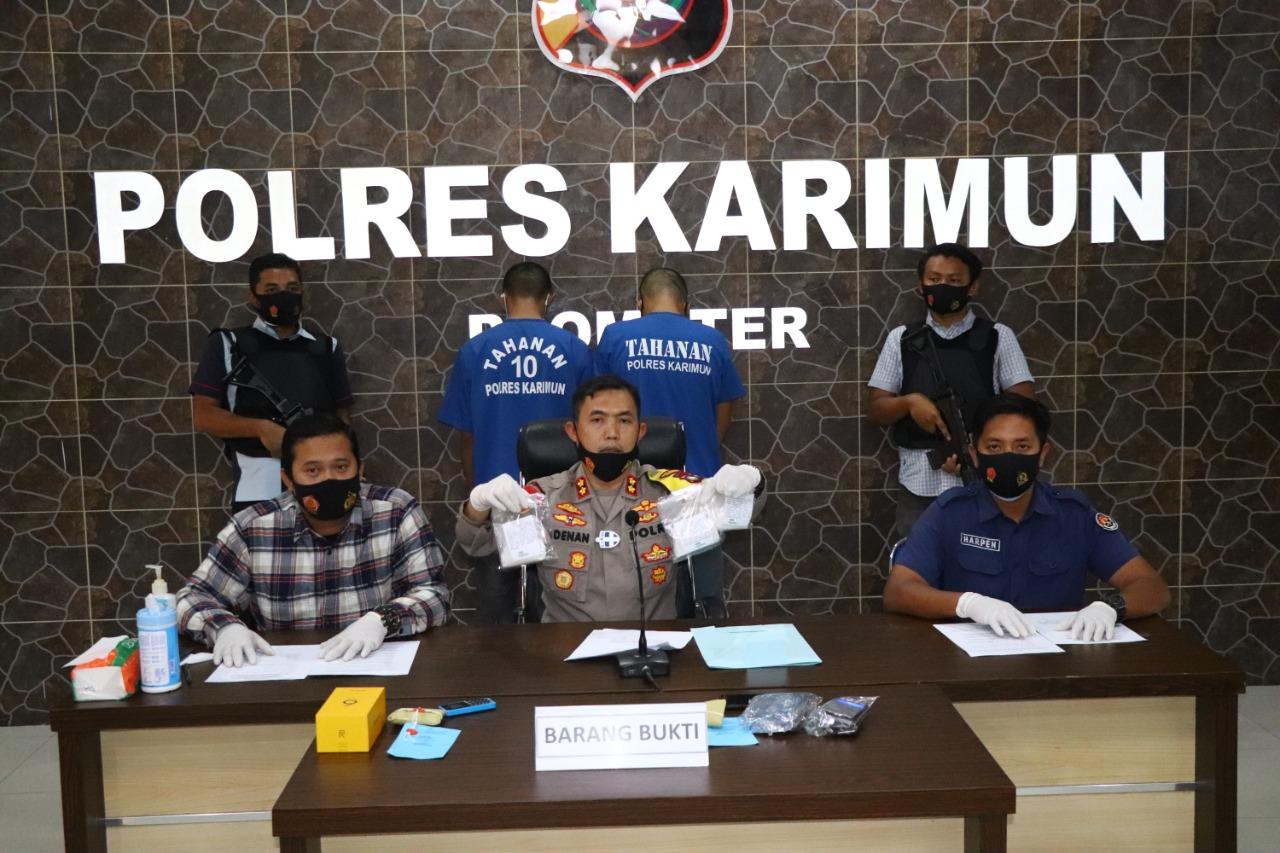 Satresnarkoba Polres Karimun Ringkus Dua Orang Pria Yang Diduga Terlibat Peredaran Gelap Narkotika