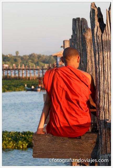 Puente de U-Bein en Amarapura, cerca de Mandalay en Myanmar