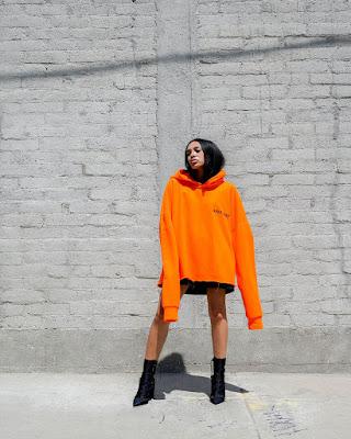 Outfit de verano naranja urbano juvenil