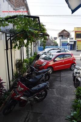 lahan parkir motor di hotel sari ambarawa nurul sufitri