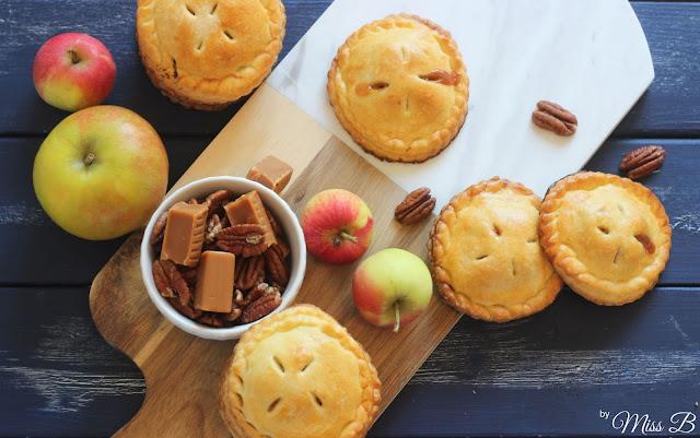 Herbstliche Handpies mit Apfel, Karamell und Pekanüssen