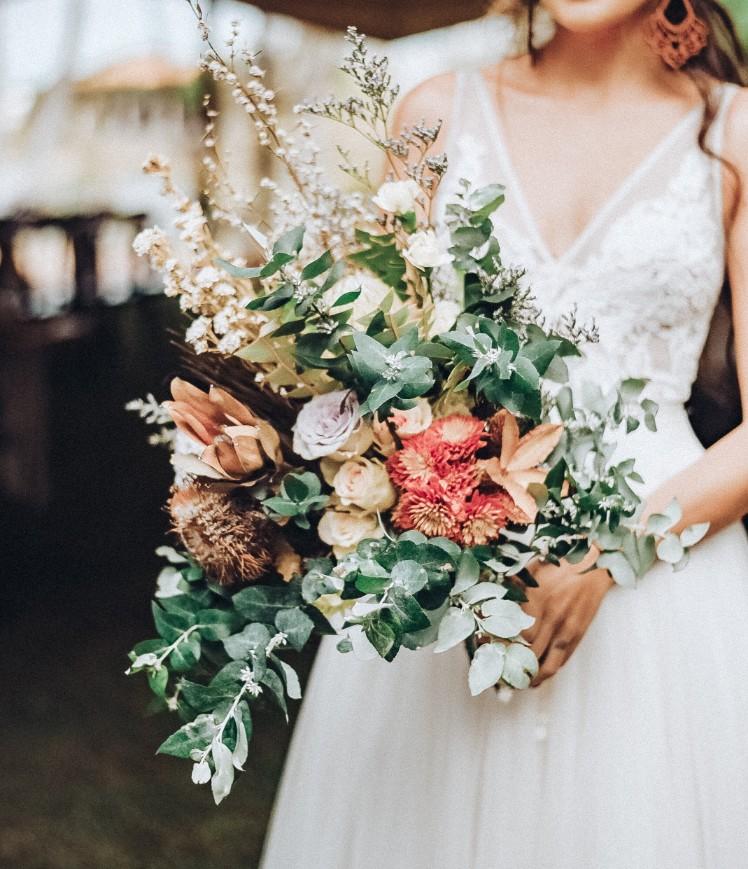 TOWNSVILLE WEDDING FLORALS DESIGNER BRIDAL BOUQUET FLOWERS CJ & TK PHOTOGRAPHY