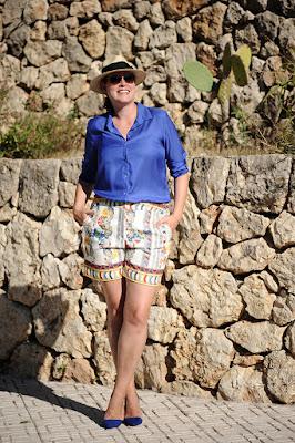 http://seaofteal.blogspot.de/2015/09/ibiza-shorts-kobaltblau-und-blutendruck.html