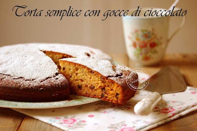 torta_semplice_con_gocce_di_cioccolato