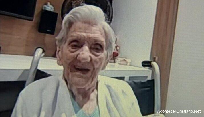 Anciana sobrevive a Covid-19