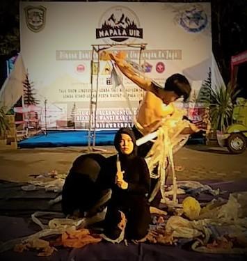 "Suku Seni Pentaskan ""Aprahata"" pada  Acara Mapala UIR Expo IV"