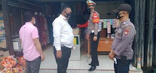 Bersama Personel Polres Enrekang, Personel Polsek Enrekang Ikut Lakukan Operasi Yustisi di Pasar Sentral Enrekang