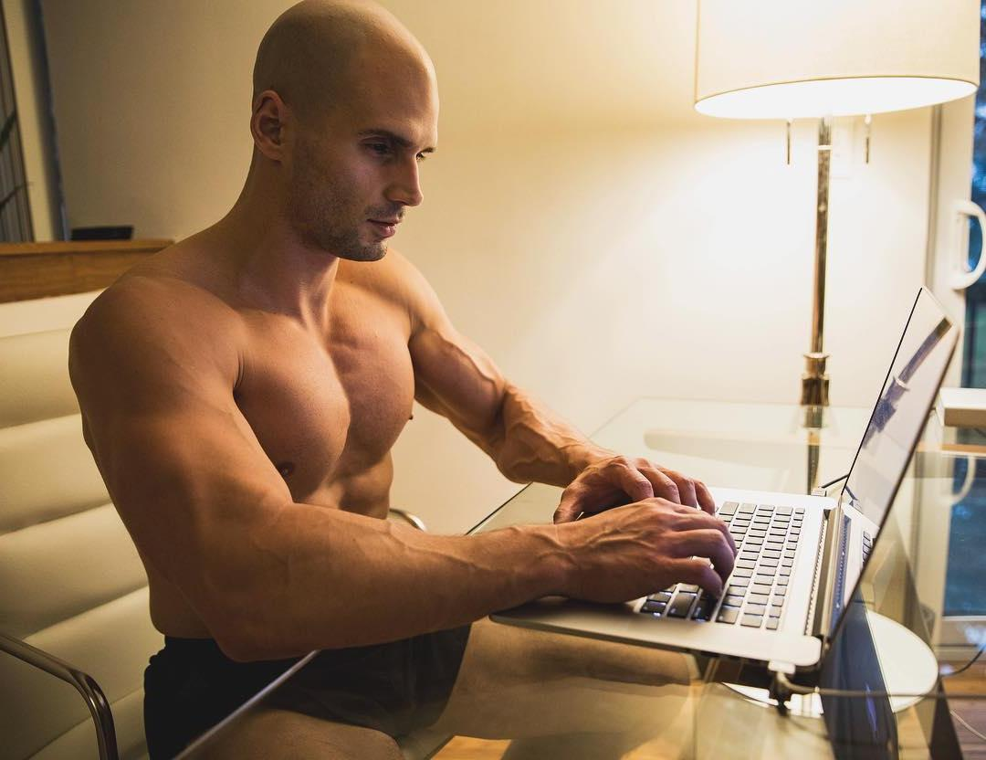 tall-fit-strong-good-looking-barechest-daddy-todd-sanfield-dilf-pictures