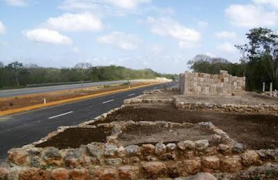 Ruinas mayas quedan bajo la carretera