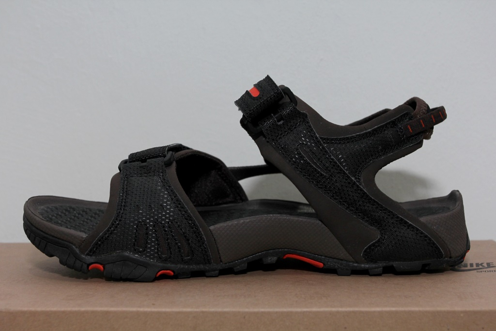 74c7ecf2bf85 The Nike Santiam 4 ACG Sandal is a great outdoors sandal from Nike s ACG  (All Conditions Gear) range that offers the wearer superb grip