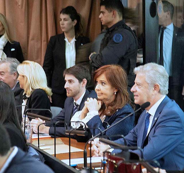 Cristina Kirchner entre 13 indiciados por 'organização criminosa' criada para 'subtrair fundos públicos'