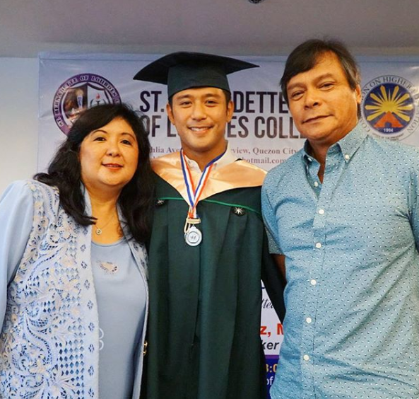 Rocco Nacino Dedicates Nursing Diploma To Parents
