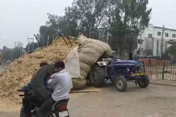 faridabad-hardware-pyali-road-tractor-accident