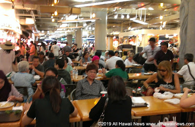 Ala Moana food court pre-pandemic