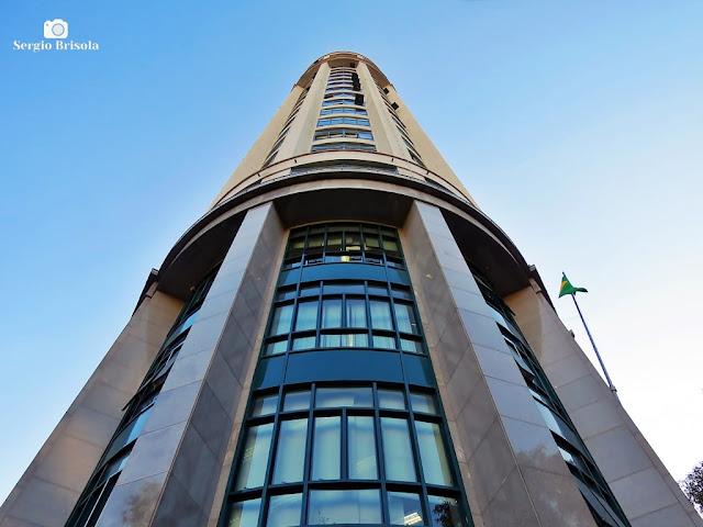 Perspectiva inferior da fachada posterior do edifício do Fórum João Mendes - Sé - São Paulo