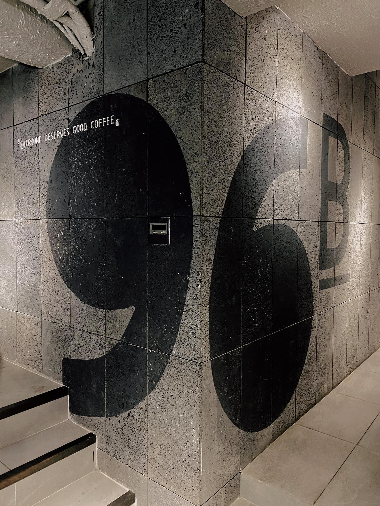 96B Experiment - Quán coffee tone xám giữa lòng Quận 1