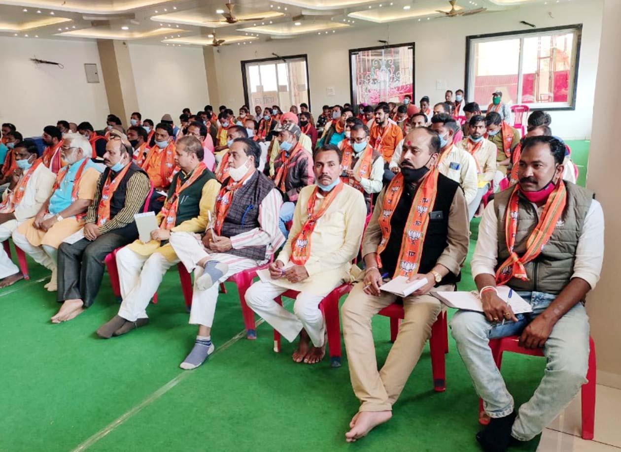 पूर्व मंत्री एवं विधायक तुलसी सिलावट, जिला भाजपा द्वारा पत्रकारवार्ता का किया गया आयोजन