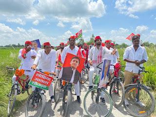 न हम झुकेंगे, न रुकेंगे... लाठीचार्ज के विरोध में सपा ने निकाली रैली | #NayaSaberaNetwork