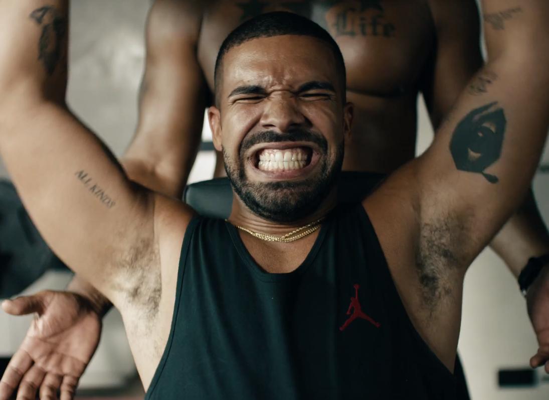 """Drake canta y baila al ritmo de """"Bad Blood"""" para nuevo comercial de Apple Music"""