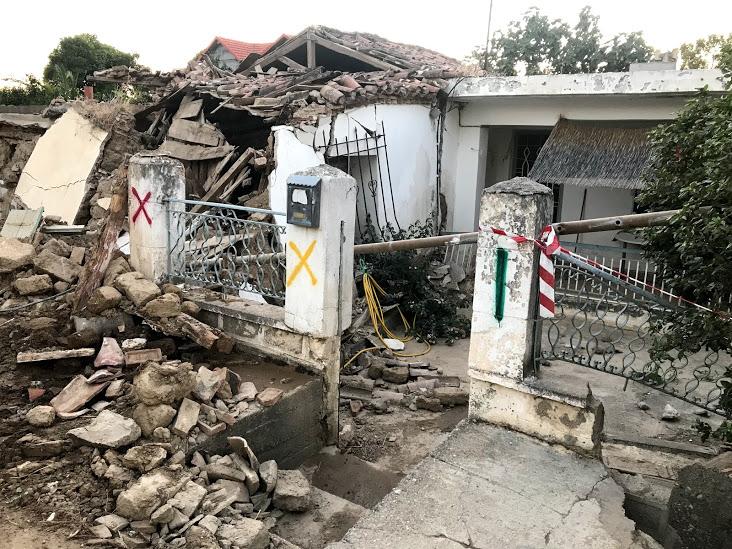 Στο Μπούρτζι και στο Λευκαντί έχει καταστραφεί το οδικό δίκτυο και όλοι βρίσκονται επί ποδώς