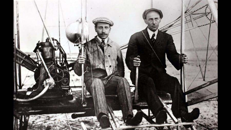 Wright Brothers-with-machine