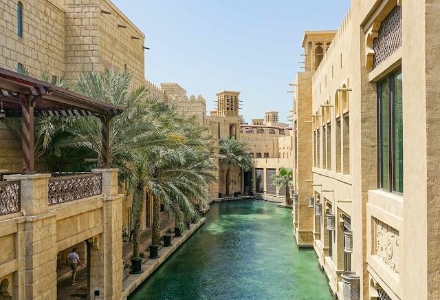 Traveling Dubai like a local!
