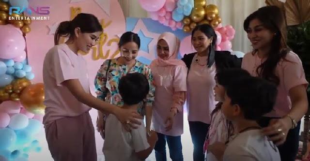 Nagita Slavina Gelar Pesta Kejutan Jenis Kelamin Bayi, Ungkap Doa Rafathar Terkabulkan.lelemuku.com.jpg